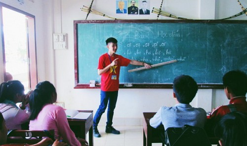 Teaching Vietnamese in Laos, students foster national