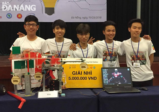 Hieu (centre) and his teammates receiving a second prize at the municipal-level 'Creative Experience Competition with Intel Galileo U-Invent' competition 2017 for their smart sewer system