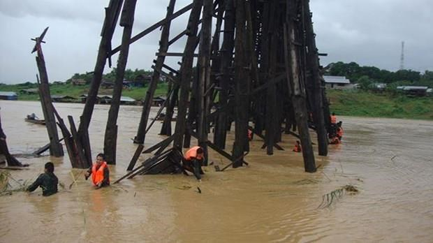 The Thai Army is keeping close watch on Mon (Uttamanusorn) bridge, the country's longest wooden bridge, as continuous rain slashes through the western province of Kanchanaburi. (Source: floodlist.com)
