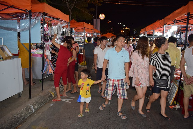 Bustling pedestrian streets in Son Tra District