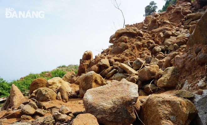 A volume of soil and stones have spilled out onto a road leading to the Son Tra Peninsula