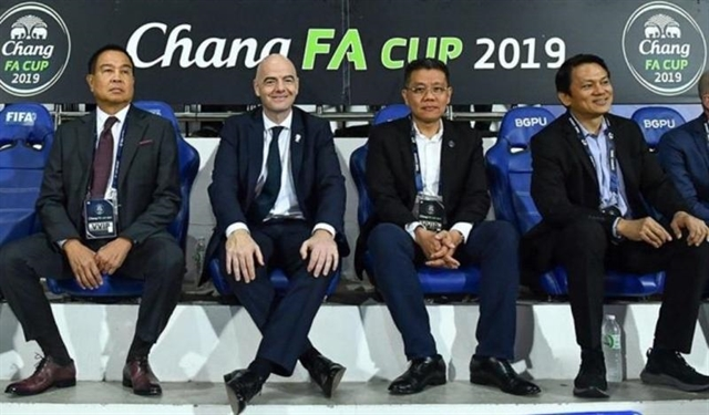 FIFA President Gianni Infantino (second, left) and Thai football officials take part in Thai FA Cup final between Ratchaburi FC and Port FC on Saturday. Infantino and AFC and AFF leaders support an ideal to organise ASEAN Club Championship. Photo of VFF Read more at http://vietnamnews.vn/sports/538044/fifa-afc-give-full-backing-for-inaugural-asean-club-championship.html#zLQVIBg2bqMspZJ8.99