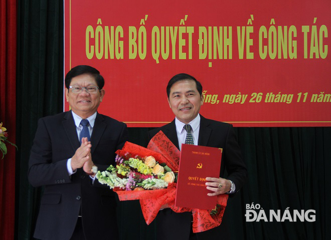 Deputy Secretary Tri (left) and newly- appointed Editor-in-Chief Nam