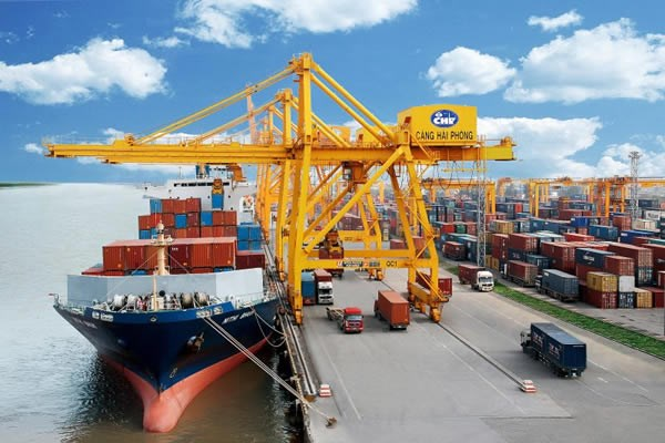 Logistics is among the key services sectors of Viet Nam (Photo: congluan.vn)