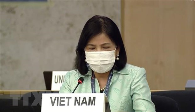 Ambassador Le Thi Tuyet Mai - Permanent Representative of Vietnam to the UN, the World Trade Organisation (WTO) and other international organisations in Geneva at a session of the UN Human Rights Council (Photo: VNA)