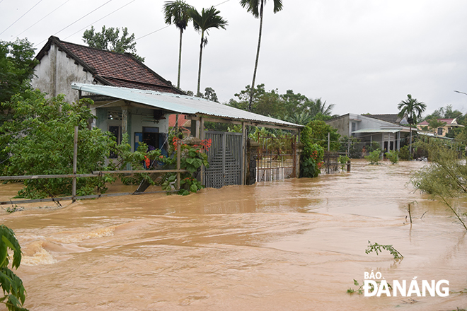 Most of residential houses in Hoa Tien Commune have been submerged in water