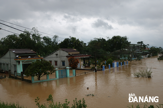 Homes in Hoa Khuong Commune surrounded by flood waters